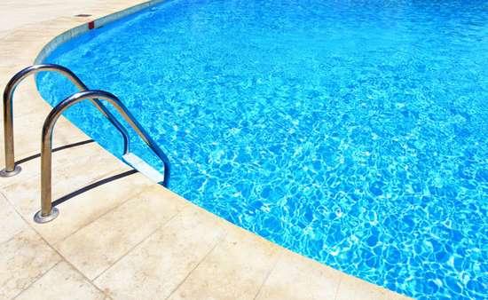Dicas para manter a piscina sempre limpa.