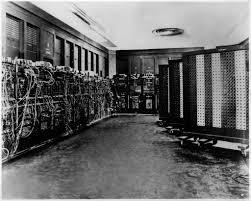 Eniac foi o primeiro computador e ocupava uma sala.